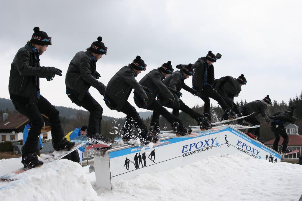 Freestyle Grundkurs fängt bei den Basics an und geht vielleicht soweit wie es unser Snowboardlehrer Fabian vormacht.